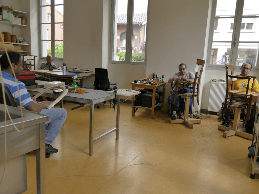 Vue d'ensemble de l'atelier et ses canneurs - pailleurs